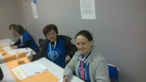 Wolontariuszki rejestrujące uczestników. Z lewej strony Edyta Niemczynowska-Frąckiewicz.