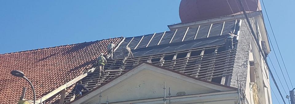 Rusza remont dachu smoleckiego kościoła