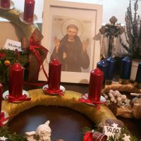 Smolecka Grupa Charytatywna zaprasza do nabywania ozdób adwentowych i świątecznych w niedziele 13 i 20 grudnia